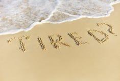 在海滩的沙子写的疲乏 免版税图库摄影