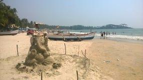在海滩的沙子雕塑 免版税库存图片