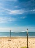 在海滩的沙滩排球网 免版税库存图片