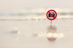 在海滩的没有照片标志 免版税库存照片