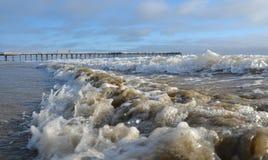 在海滩的波浪 免版税图库摄影