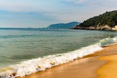 在海滩的波浪 库存照片