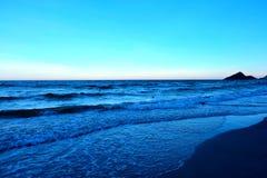 在海滩的海日落在泰国 图库摄影