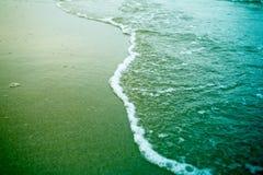 在海滩的海泡沫 免版税库存照片