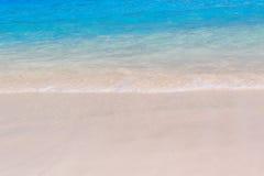 在海滩的海波浪 免版税库存图片