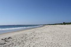 在海滩的海浪 免版税图库摄影