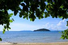 在海滩的海视图 免版税库存照片