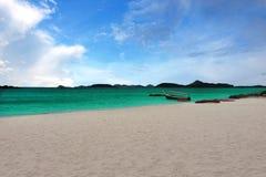 在海滩的海滩渔船 免版税库存图片
