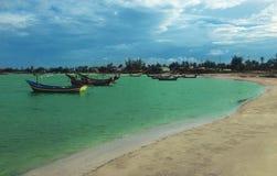 在海滩的海滩渔船 库存照片