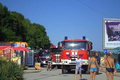 在海滩的消防车 免版税库存图片