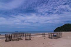 在海滩的渔工具 库存图片