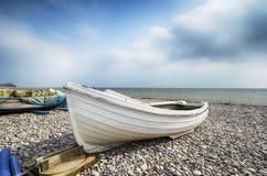 在海滩的渔船在Budleigh Salterton 库存照片