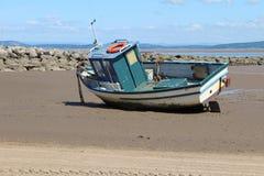 在海滩的渔船在Morecombe 免版税库存图片