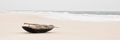 在海滩的渔船 库存图片