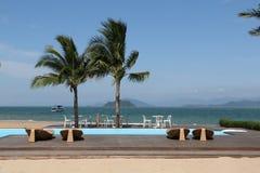 在海滩的游泳池,泰国海滩 图库摄影