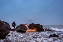 在海滨的火焰 库存图片