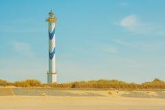 在海滩的灯塔 免版税库存图片