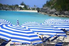 在海滩的热带伞 免版税库存图片