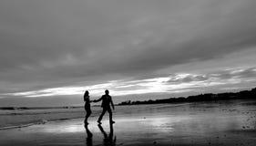 在海滩的爱在NH 免版税库存照片