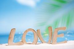 在海滩的爱消息 库存照片