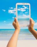 在海滩的片剂 图库摄影