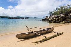 在海滩的独木舟 免版税图库摄影