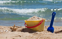 在海滩的玩具 库存照片