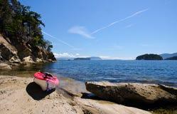 在海滩的皮船 免版税库存图片