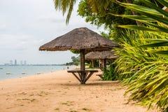 在海滩的盖的伞 免版税库存照片