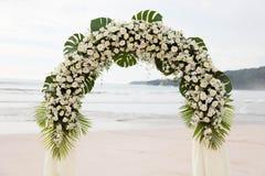 在海滩的目的地婚礼。 免版税库存图片