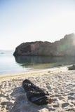 在海滩的睡袋 免版税库存图片