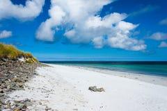 在海滩的石位子 库存照片