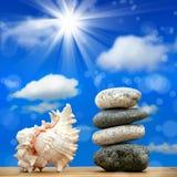 在海滩的石堆 库存照片