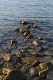 在海水的石头 免版税库存照片