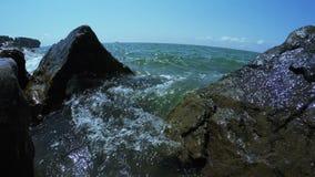 在海滩的石头 股票录像