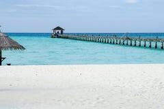 在海滩的码头,马尔代夫 免版税图库摄影