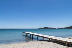 在海滩的码头 免版税图库摄影