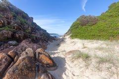 在海滩的礁石 图库摄影