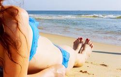 在海滩的秀丽与蓝天和沙子 免版税图库摄影