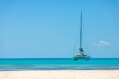 在海滩的筏 免版税库存图片