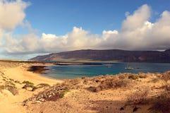 在海滩的美丽的景色在La Graciosa海岛上 库存照片