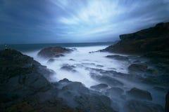 在海洋的美丽的神秘的雾 库存图片