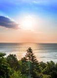 在海洋的美好的日出 库存图片
