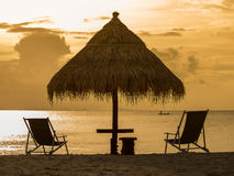 在海滩的美好的日落在海岛酸值Phangan,泰国 库存图片