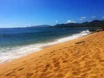 在海滩的美好的晴天在考艾岛夏威夷 库存图片
