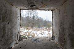 在海滩的老战争堡垒废墟 免版税库存照片