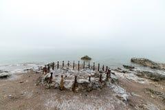 在海滩的老战争堡垒废墟 库存图片