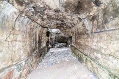 在海滩的老战争堡垒废墟 免版税库存图片