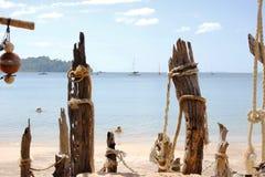 在海滩的老木码头 库存照片