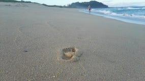 在海滩的脚印大西洋 免版税图库摄影